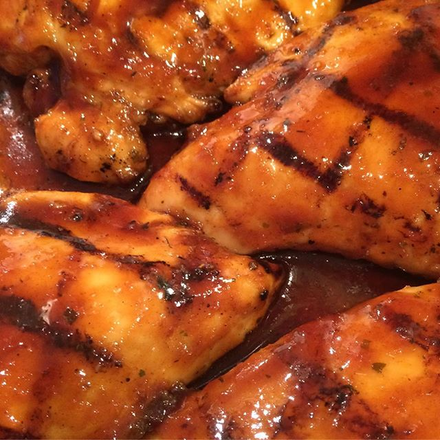 MMMmmm...some quick BBQ grilled chicken. A pre-birthday dinner for @design0078