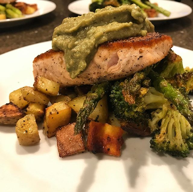 Dinner this evening - Sautéd salmon, roasted golden potatoes, broccoli, asparagus & and avocado dijon sauce. 🥦🥔🥑